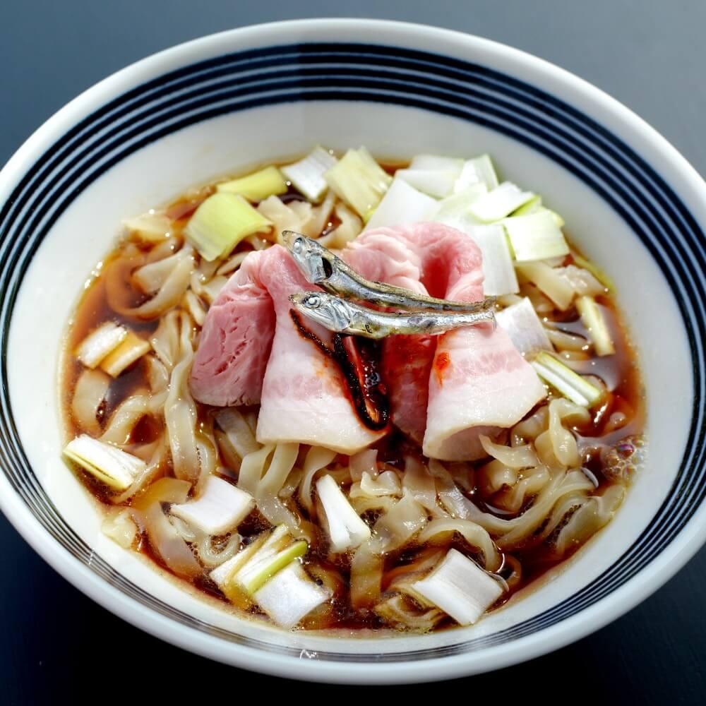 商品名:ツルプリ、多加水 熟成の極太乱切り麺・ちぢれ麺のこくうま醤油ラーメン