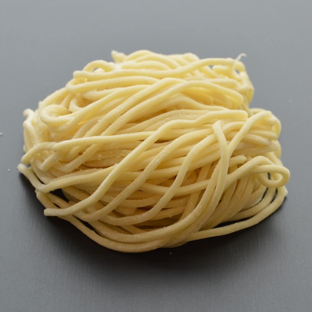 商品名:家系、中加水の太麺・ストレート麺の生麺