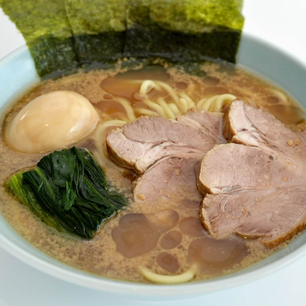 商品名:家系、中加水の太麺・ストレート麺のとんこつ醤油ラーメン