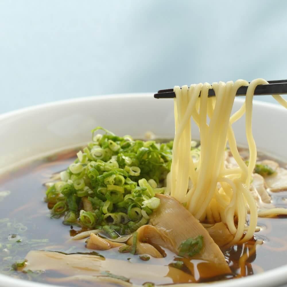商品名:京都、低加水の中太麺・ストレート麺のこくうま醤油ラーメン