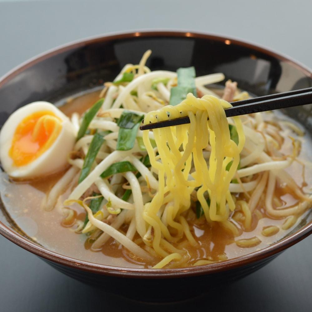 商品名:モッチリ、多加水 熟成の中太麺・ちぢれ麺の味噌ラーメン