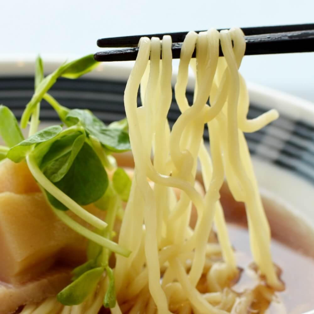 商品名:コツコツ、中加水の細麺・ストレート麺の無化調醤油ラーメン