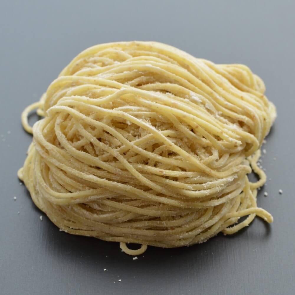 商品名:細全粒粉、中加水の細麺・ストレート麺の生麺