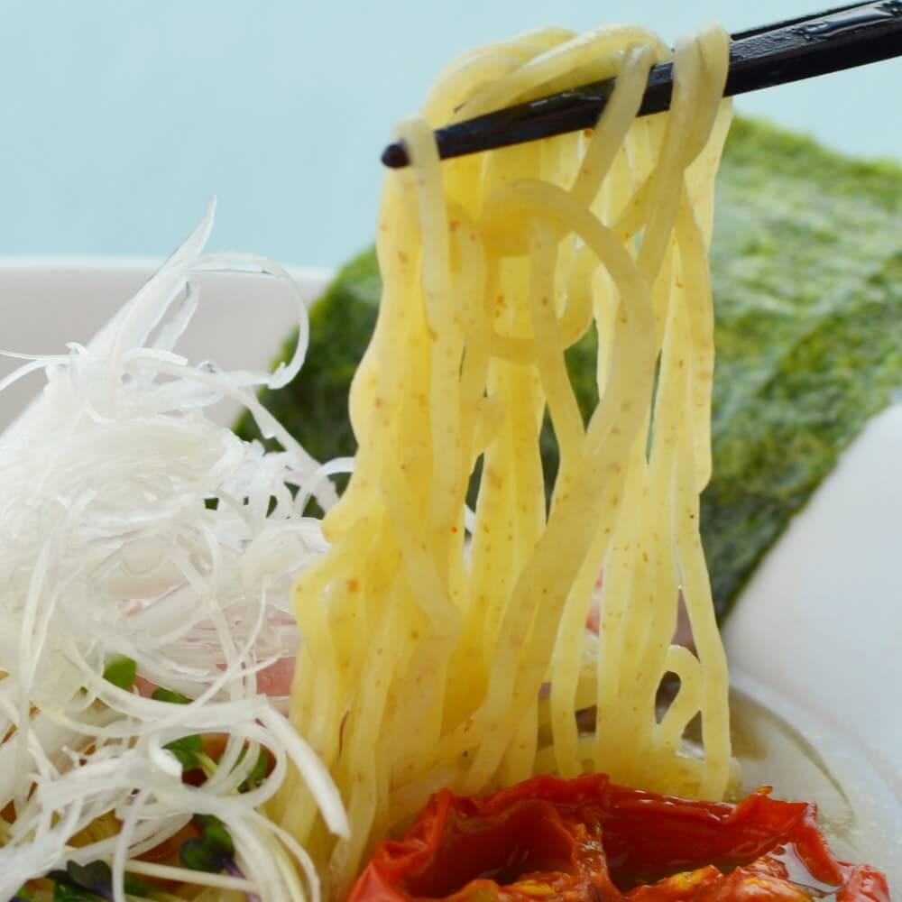 商品名:細全粒粉、中加水の細麺・ストレート麺の無化調醤油ラーメン
