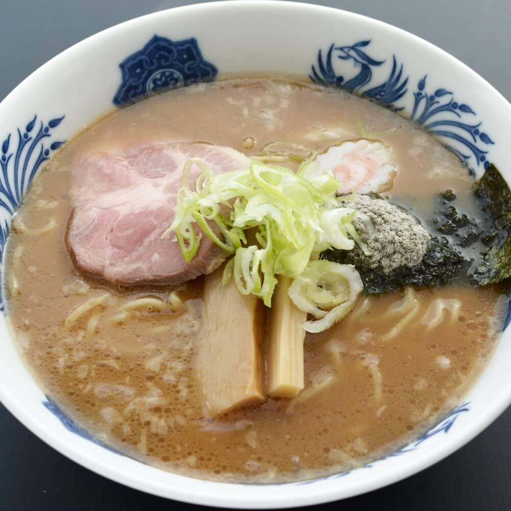 商品名:全粒粉、中加水の中太麺・ストレート麺のとんこつ醤油ラーメン