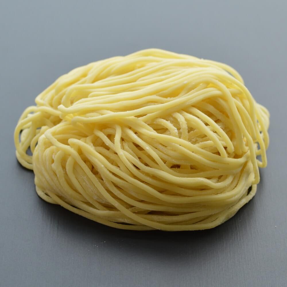 商品名:ツルモチ、多加水 熟成の中太麺・ストレート麺の生麺