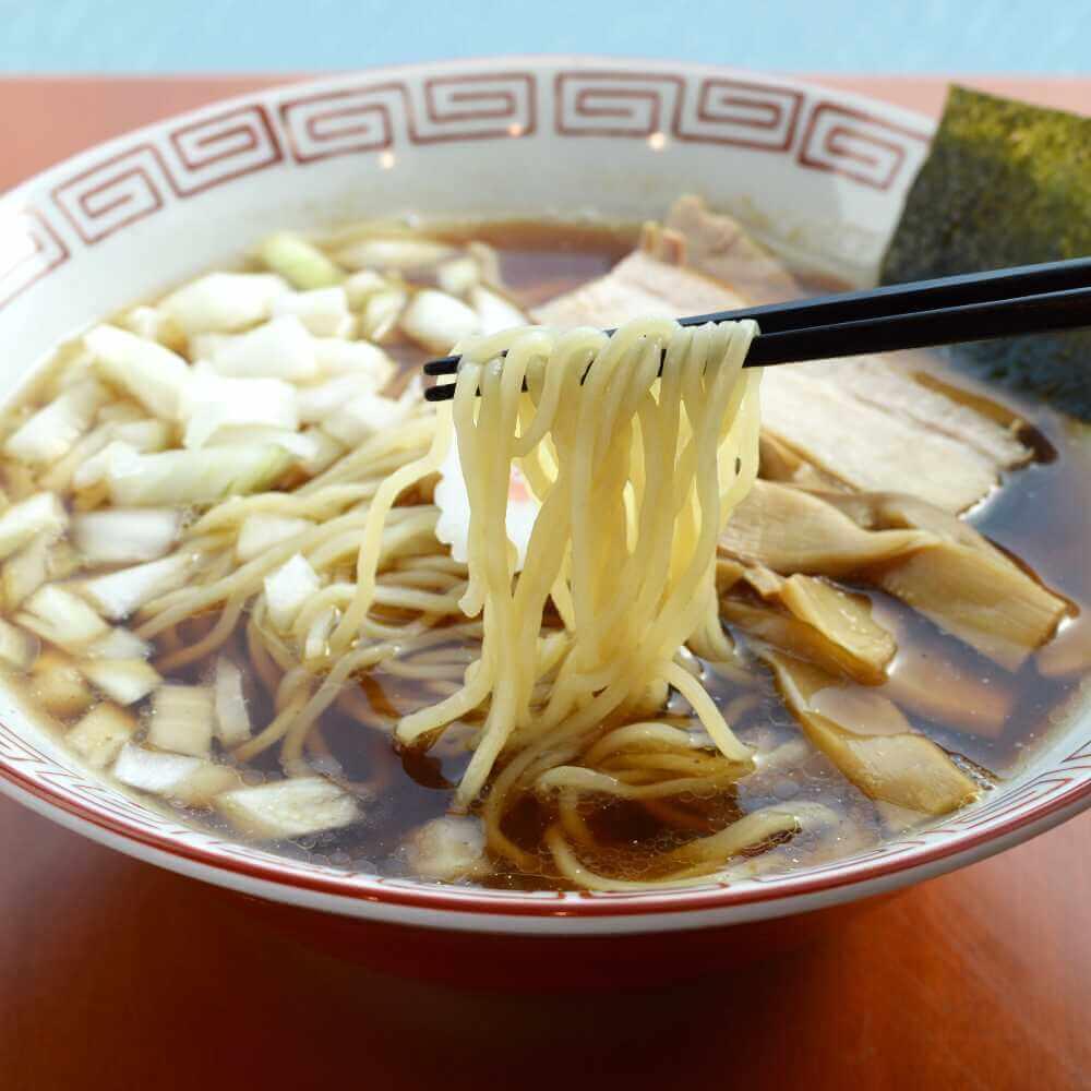 商品名:卵麺、低加水の細麺・ストレート麺のこくうま醤油ラーメン