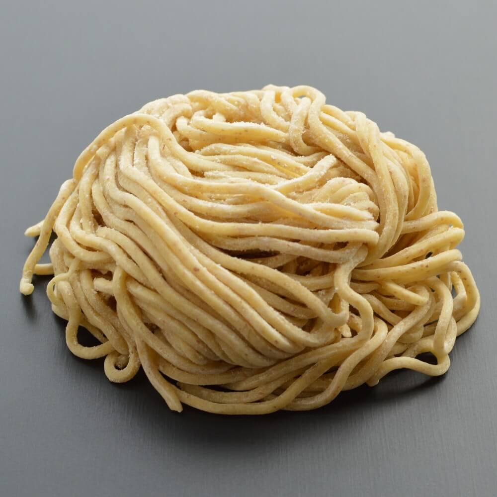 商品名:太全粒粉、中加水の極太麺・ストレート麺の生麺
