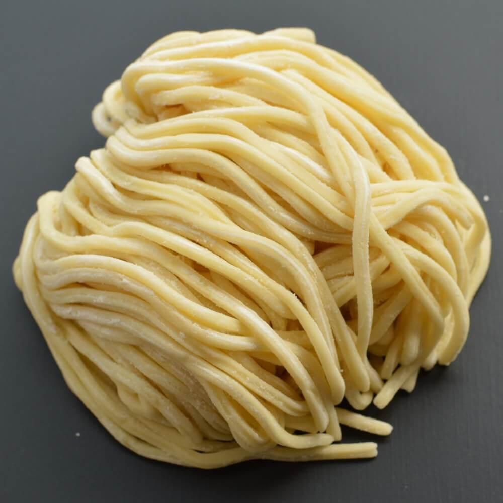 商品名:溝入、多加水 熟成の太麺・ストレート麺の生麺