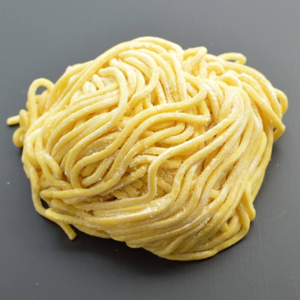商品名:金剛、多加水 熟成の太麺・ストレート麺の生麺